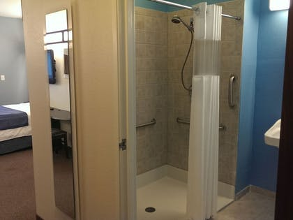 Bathroom Shower | Three Rivers Inn & Suites