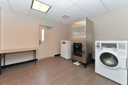 Laundry Room | Holiday Inn Express Hotel & Suites Indio