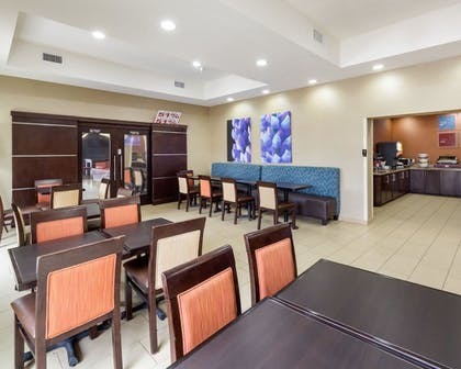 Breakfast Area | Comfort Suites Cotulla near I-35