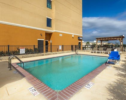 Pool | Comfort Suites Cotulla near I-35