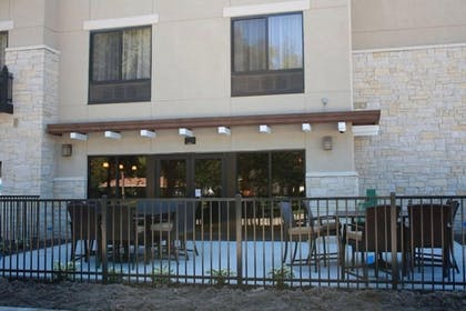 Outdoor Dining | Parkwood Inn & Suites