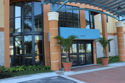 Hotel Entrance | Best Western Plus Miami Executive Airport Hotel & Suites