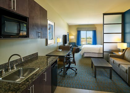 Guestroom | Four Points by Sheraton Williston