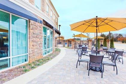 Outdoor Dining | Holiday Inn Express Hotel & Suites Huntsville West - Research Pk