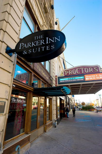 Hotel Entrance | The Parker Inn & Suites