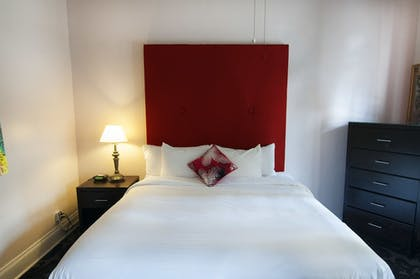 Guestroom | The Saint Philip Hotel