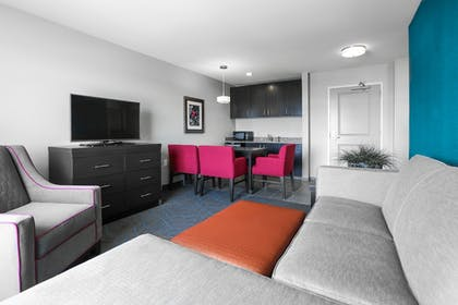Room | Holiday Inn Express Moline - Quad Cities Area