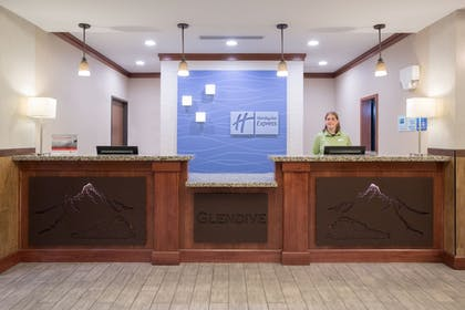 Lobby | Holiday Inn Express Hotel & Suites Glendive