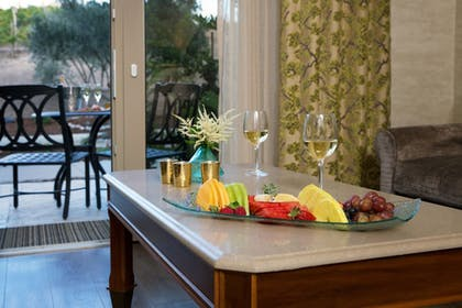 Room Service - Dining | Allegretto Vineyard Resort Paso Robles