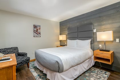 Guestroom | Grey Fox Inn
