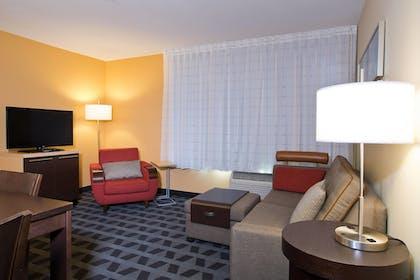 Living Room | TownePlace Suites by Marriott Dodge City