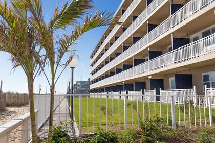 Property Grounds | Dunes Manor Hotel and Dunes Suites