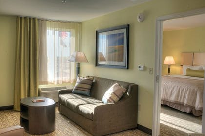 Living Room | Candlewood Suites Sioux City - Southern Hills