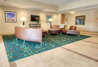 Lobby Sitting Area | Candlewood Suites Sioux City - Southern Hills