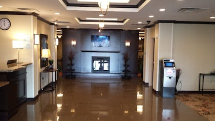 Lobby | Holiday Inn Express Hotel & Suites Cambridge