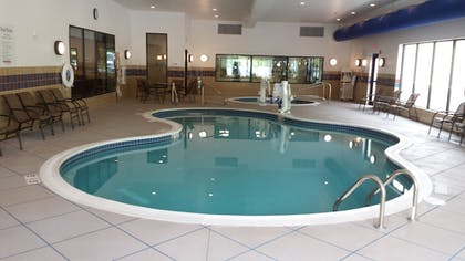 Pool   Holiday Inn Express Hotel & Suites Cambridge