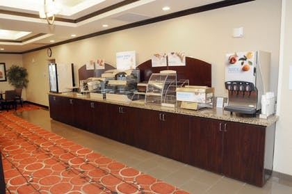 Restaurant | Holiday Inn Express Hotel & Suites Cambridge