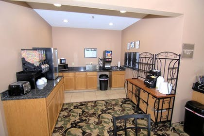 Breakfast Area | Rock Island Inn & Suites