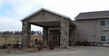 Exterior | Rock Island Inn & Suites
