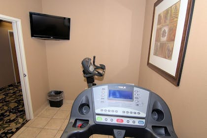 Fitness Facility | Rock Island Inn & Suites