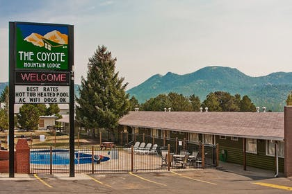 Hotel Front | Coyote Mountain Lodge