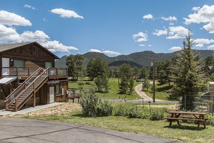 Property Grounds | Coyote Mountain Lodge