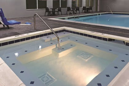 Pool | La Quinta Inn & Suites by Wyndham Paducah