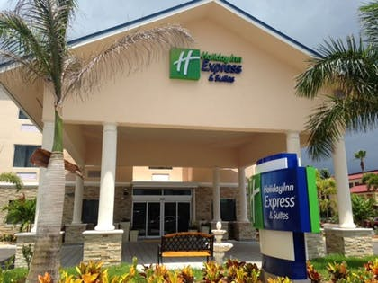 Featured Image | Holiday Inn Express & Suites Lantana