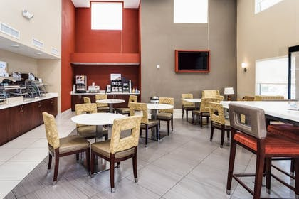 Breakfast Area | Holiday Inn Express & Suites Lantana