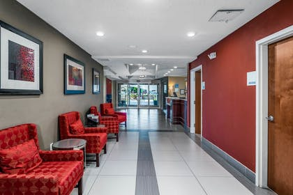 Lobby Sitting Area | Holiday Inn Express & Suites Lantana