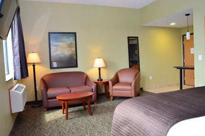 Living Area | Cobblestone Inn & Suites - Newton