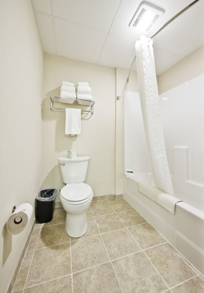 Bathroom | Cobblestone Inn & Suites - Newton