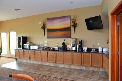 Breakfast Area | Cobblestone Inn & Suites - Newton
