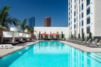 Outdoor Pool   Courtyard Los Angeles L.A. LIVE