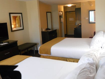 Guestroom | Holiday Inn Express & Suites Greensburg