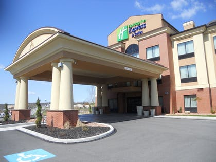 Exterior | Holiday Inn Express & Suites Greensburg