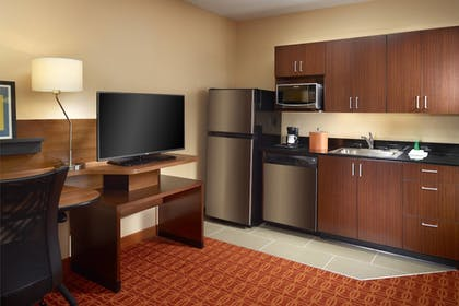 Guestroom | Fairfield Inn & Suites by Marriott Fayetteville North