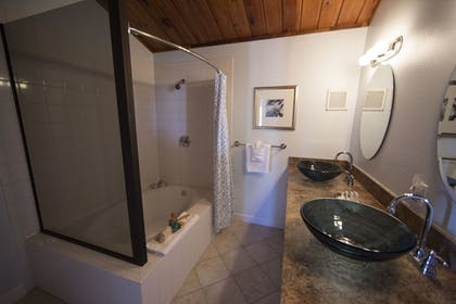 Bathroom | Rhumcay Beach Resort