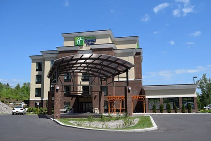 Exterior | Holiday Inn Express & Suites Geneva Finger Lakes