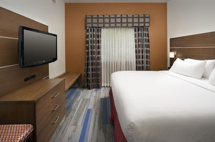 Guestroom | Holiday Inn Express & Suites Charlottesville - Ruckersville