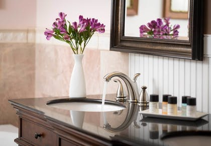 Bathroom Amenities | Grand Harbor Inn
