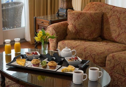 Room Service - Dining | Grand Harbor Inn