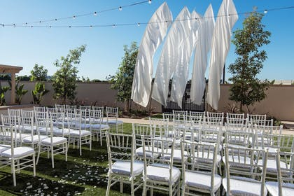Outdoor Wedding Area | Courtyard Irvine Spectrum