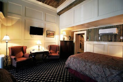 Guestroom | The Olivier House Hotel