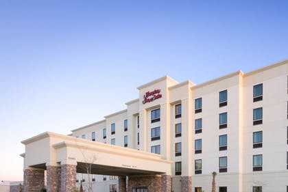 Hotel Front | Hampton Inn & Suites Gulfport, MS