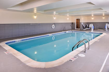 Pool | Holiday Inn Express & Suites York