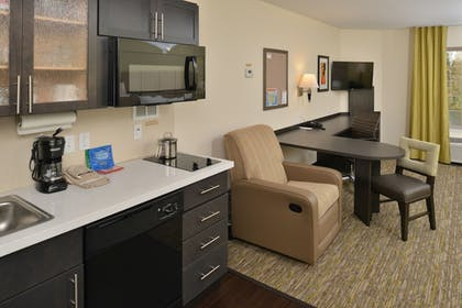 Living Area | Candlewood Suites Eugene Springfield