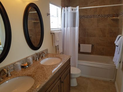 Bathroom | Cedar Cove Resort and Cottages