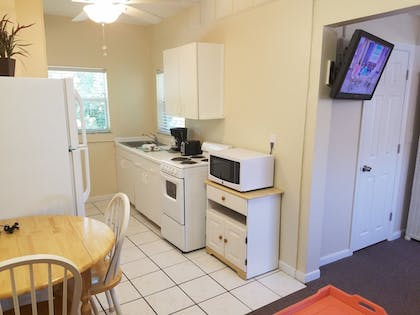 In-Room Kitchenette | Cedar Cove Resort and Cottages