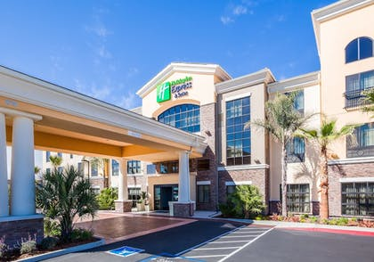 Featured Image   Holiday Inn Express & Suites Eureka